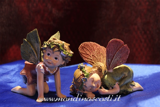 Set Garden Fairies in ginocchio e dormendo